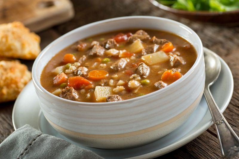 Суп с сушеным горохом, копченостями на свинине