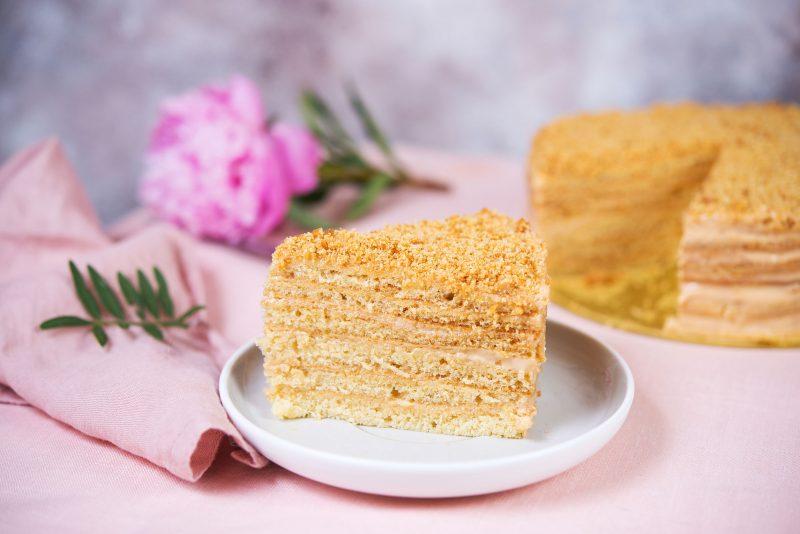 Торт со сгущенкой «Молочный десерт»