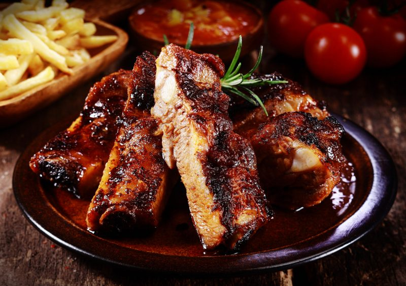 Ребрышки барбекю, запеченные в духовке