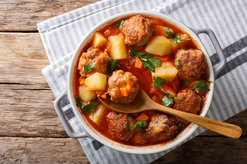Как приготовить суп с фрикадельками по-турецки?