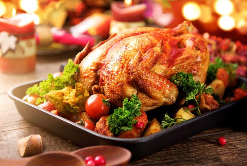 Курица с аппетитной корочкой, запеченная в духовке
