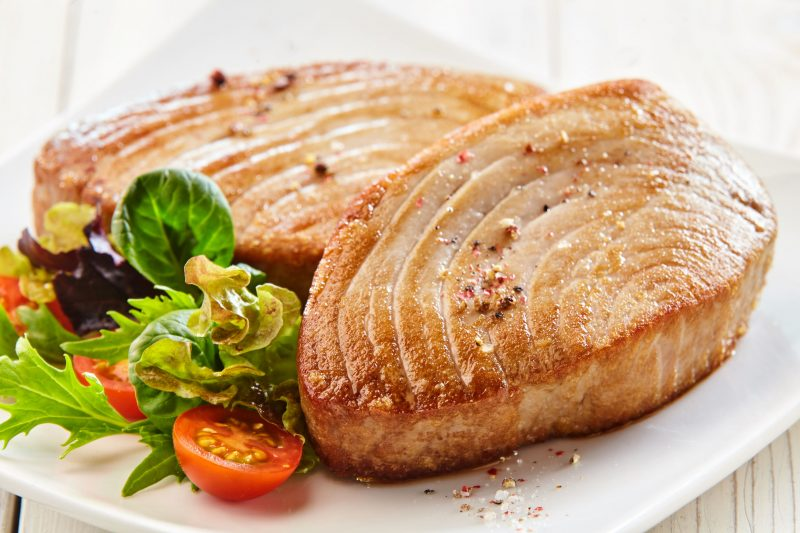 Основное рыбное блюдо: готовим стейк из тунца