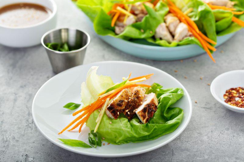 Сытный и полезный салат из дайкона