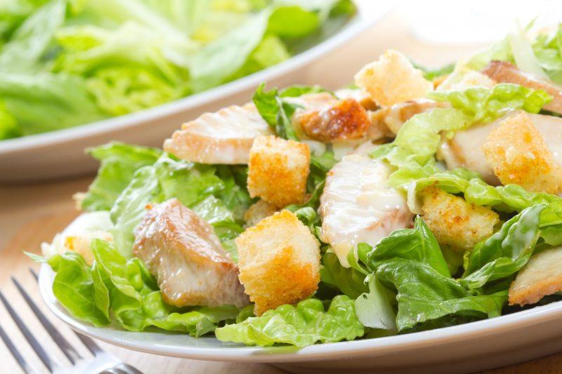 Салат с маринованной курицей
