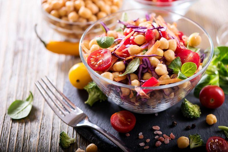 Итальянский салат из овощей и зелени