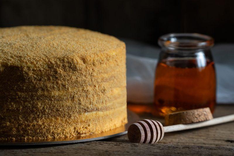 Жареный торт Медовик: классический рецепт с фото пошагово на сковороде