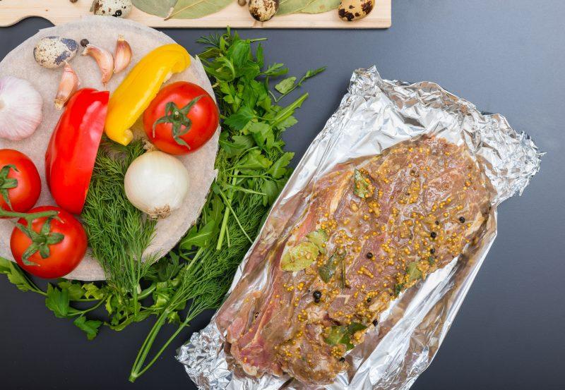 Простой рецепт запеченной говядины в духовке целым куском