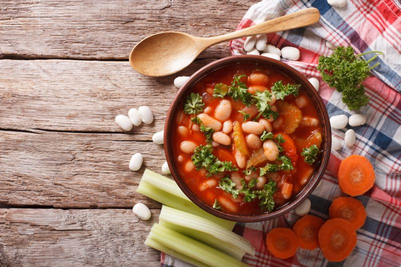 Постный суп из белой фасоли с грибами