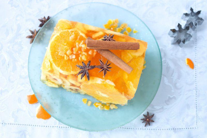 Апельсиновый торт с желе и фруктами