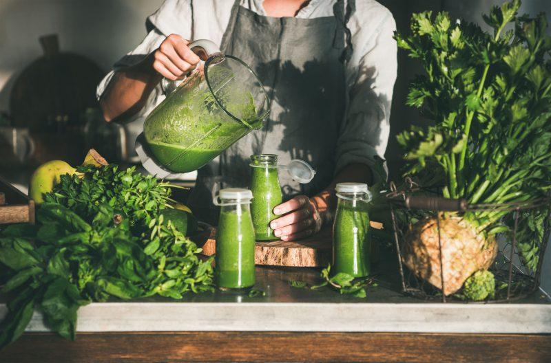 Зеленый смузи с ярким освежающим вкусом