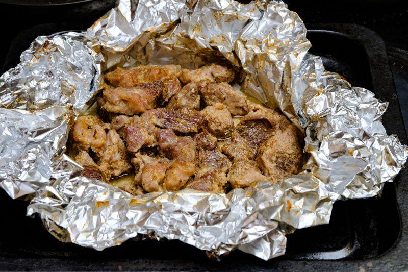 Нежный рецепт запеченной говядины в фольге