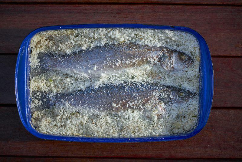 Сибас запеченный в духовке в подушке из соли