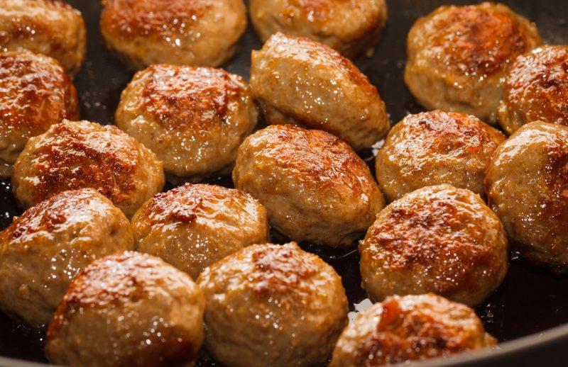 Тефтели из колбасы и сыра