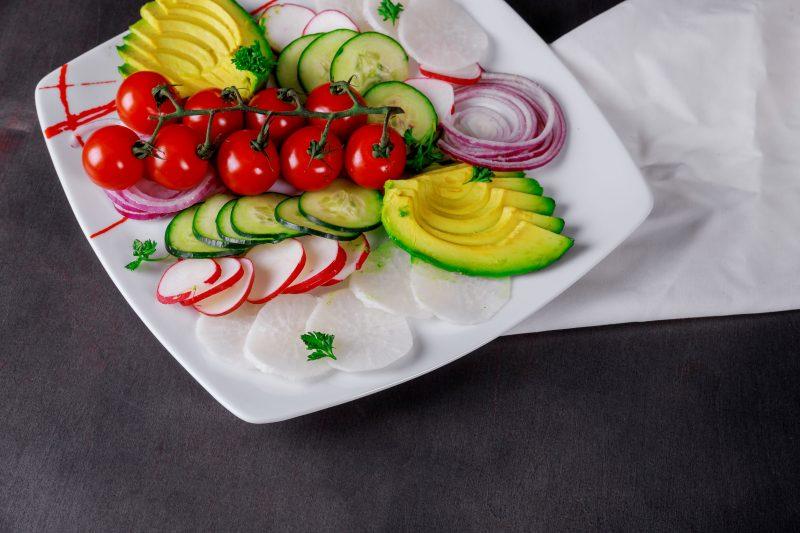 Свежий огуречный салат