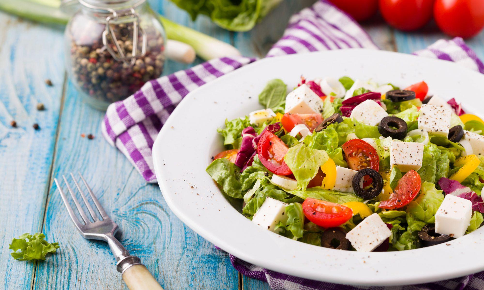 Греческий салат с авокадо