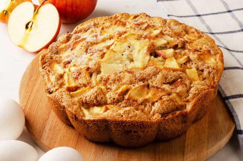 Шарлотка с яблочным компотом