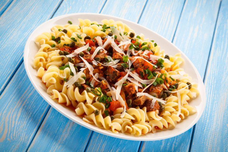 Спагетти с сосисками и брокколи
