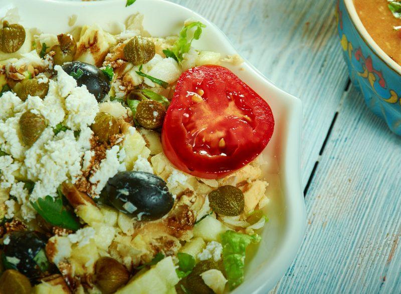 Салат с цветной капустой, булгуром и авокадо
