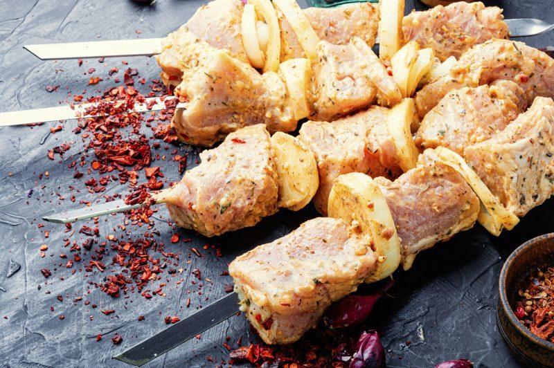 Свиной шашлык по-кавказски в маринаде из кефира