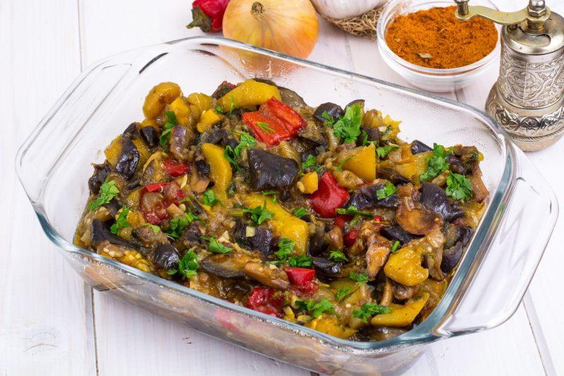 Яркий теплый салат из курицы «На праздник»