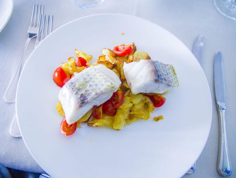 Паста с форелью и овощами в сливочном соусе