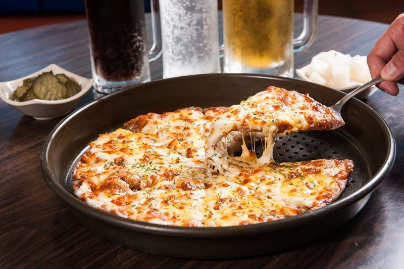 Грибная пицца на сковороде