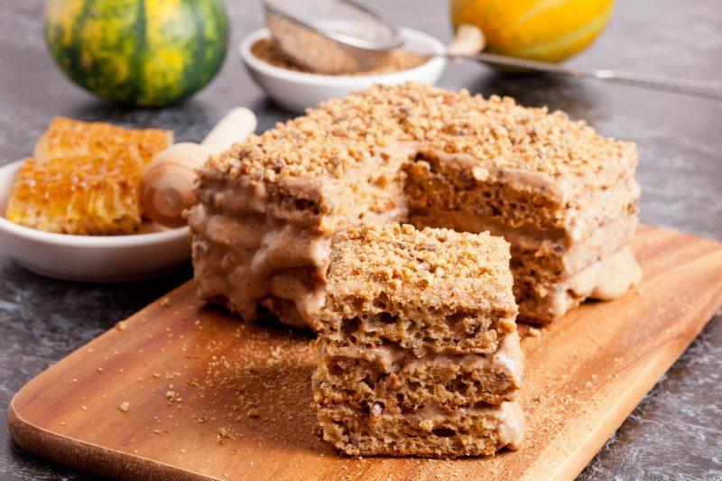 Быстрый торт на сметанном бисквите