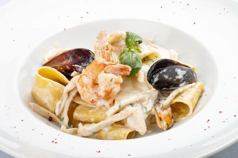 Сливочно-чесночная паста с морепродуктами