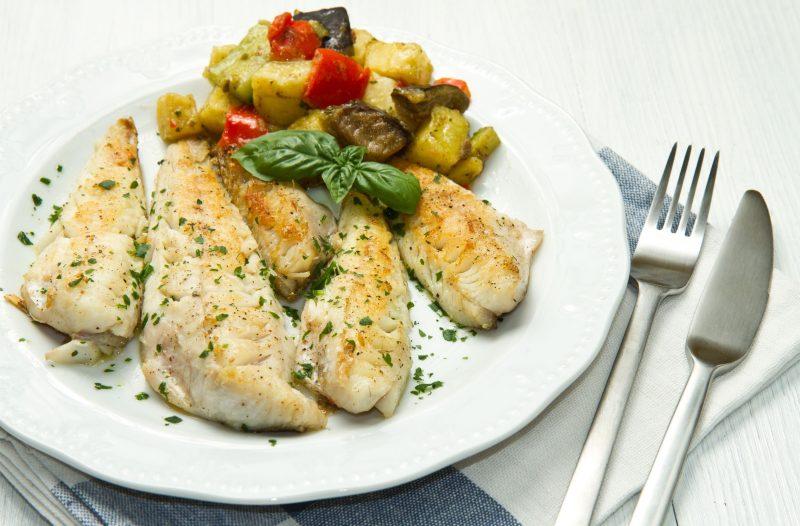 Запеченная рыба под сырным соусом