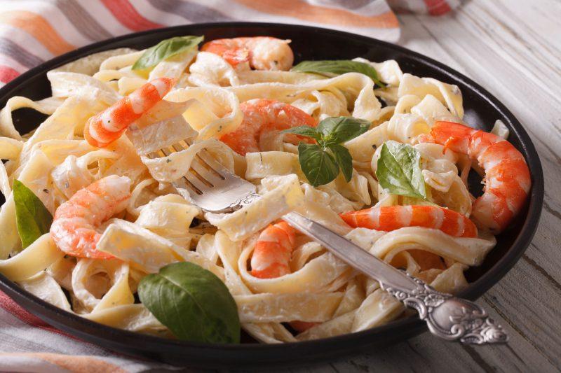 Спагетти с креветками и шампиньонами