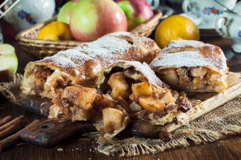 Классический яблочный штрудель: рецепт с фото пошагово