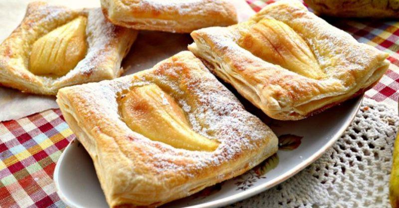 Запеченные пирожные с грушей