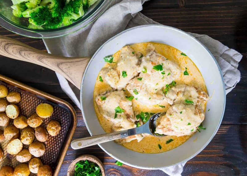Куриные бедра в сливочном соусе: рецепты от Шефмаркет