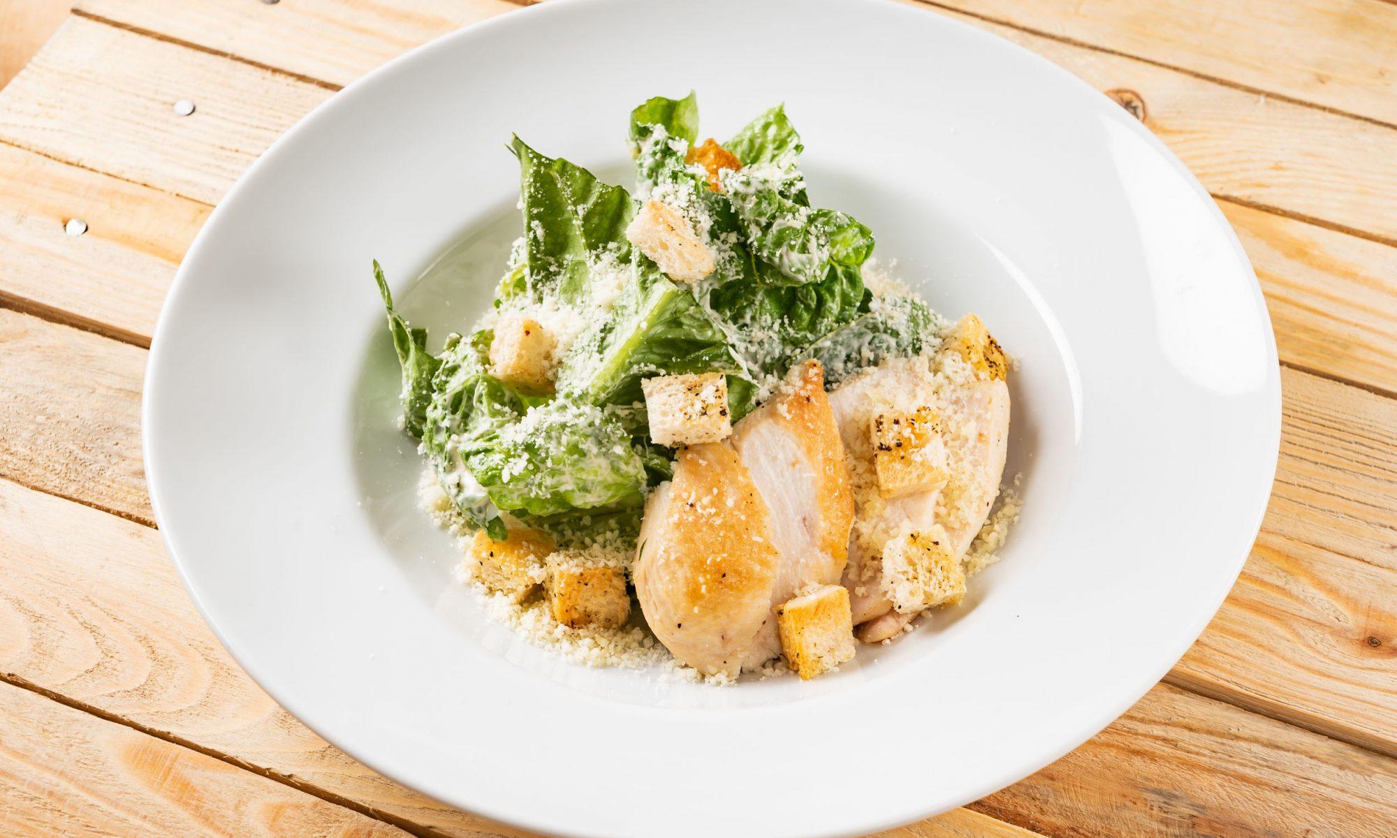 Цезарь с курицей: рецепты от Шефмаркет