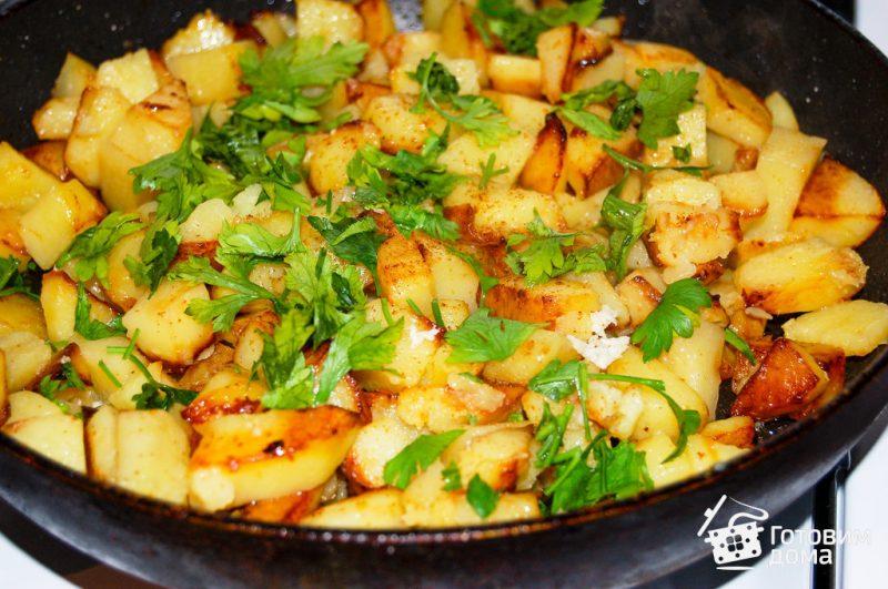 Картофель с луком, жаренные на сковороде