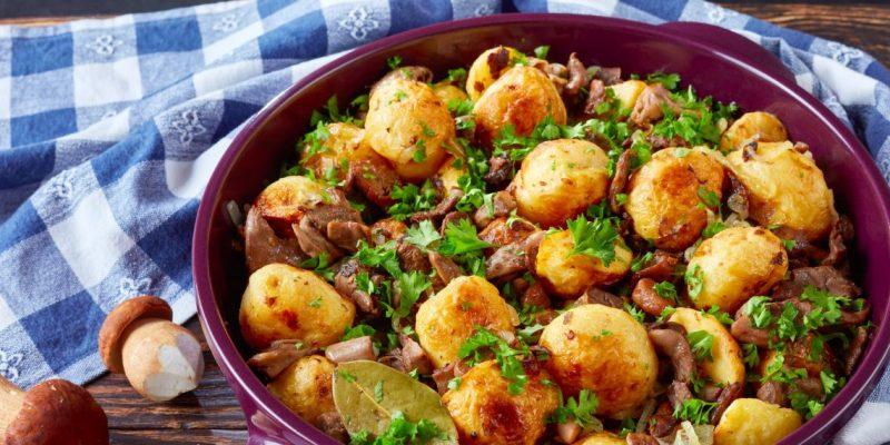Картофель с луком и грибами