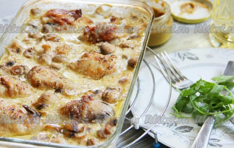 Куриные бедра в соусе из сливок и белого вина