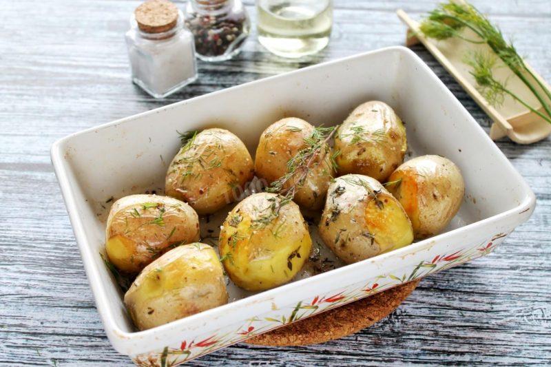 Молодой картофель, жареный с луком