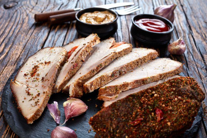 Свиная лопатка в горчично-медовом маринаде