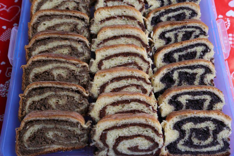 Дрожжевой пирог с маком и орехами