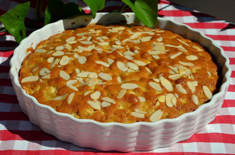 Необычный пирог бисквитный с яблоками: рецепт с фото