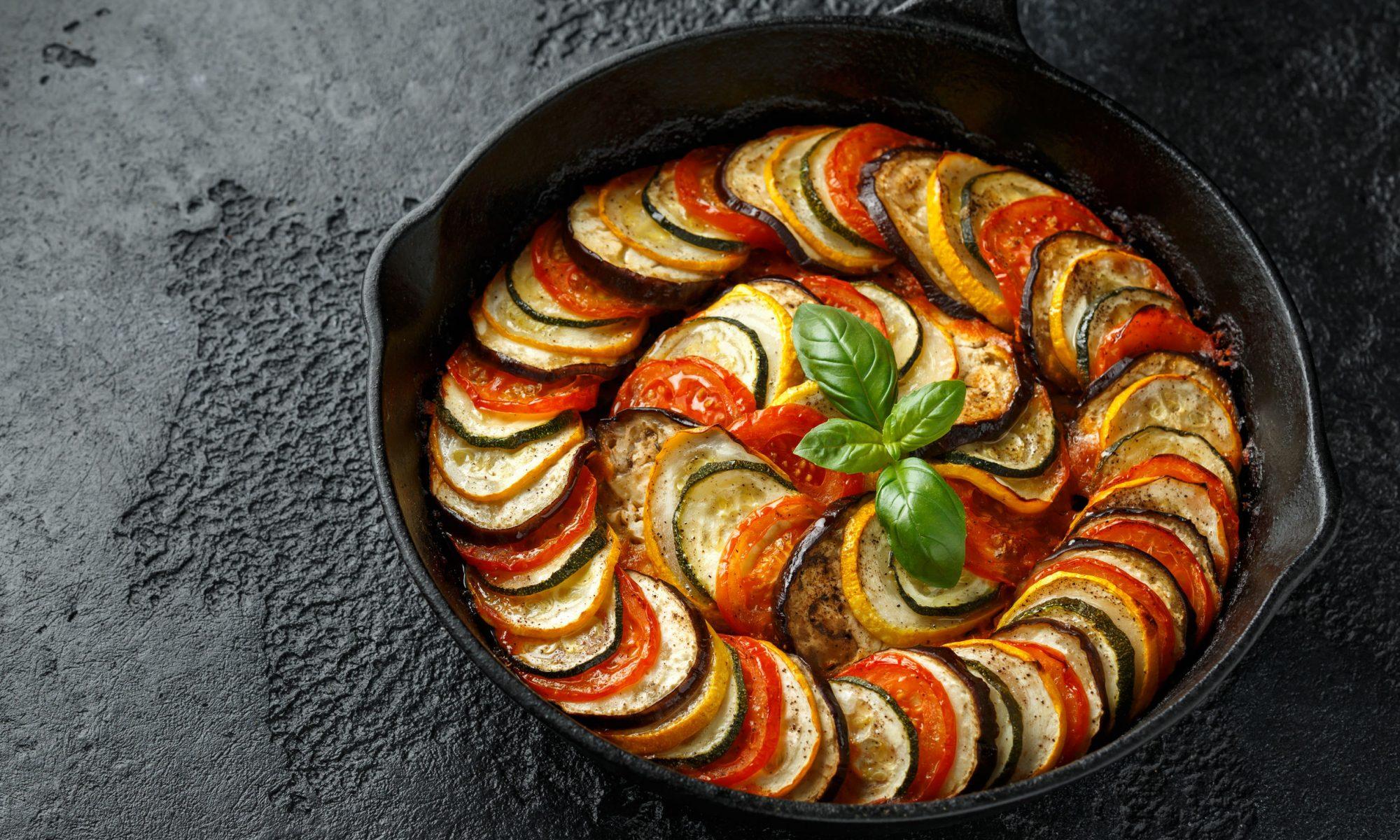 Рататуй: рецепт закуски радужными слоями