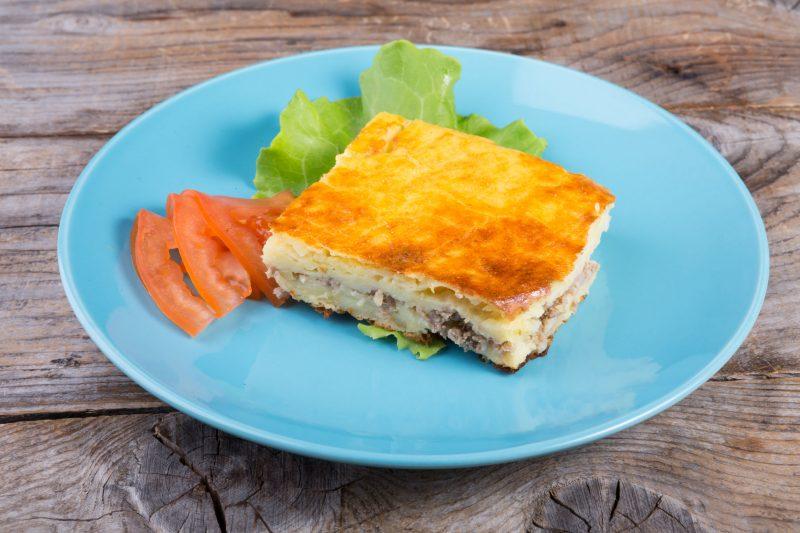 Ароматный пирог с картошкой и говядиной в духовке