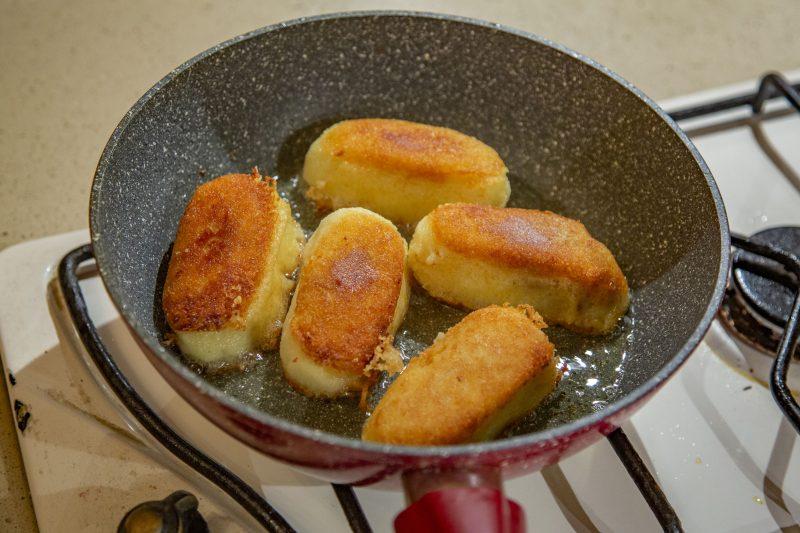 Картофельные зразы с тушеной капустой