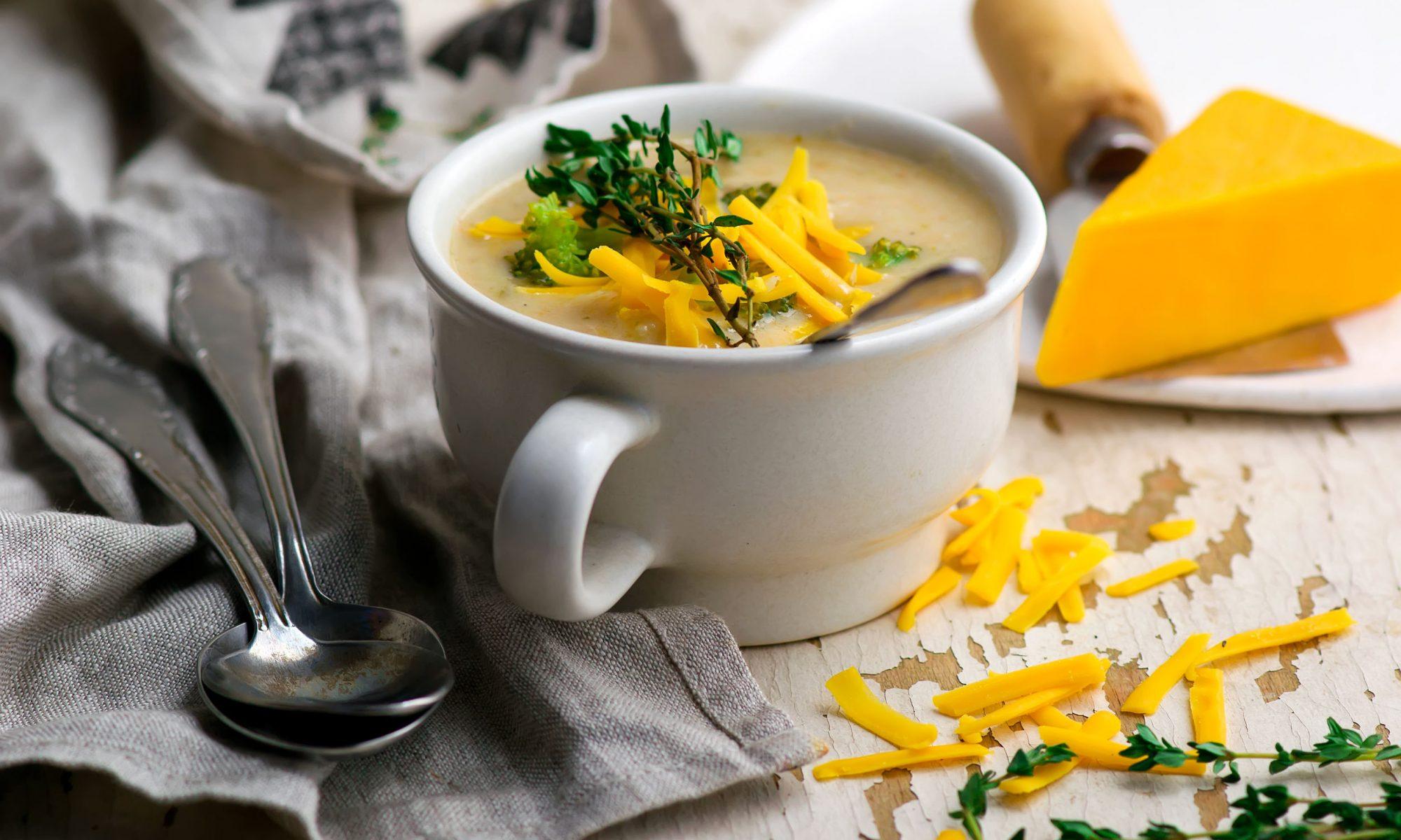 Суп из брокколи с сырной посыпкой
