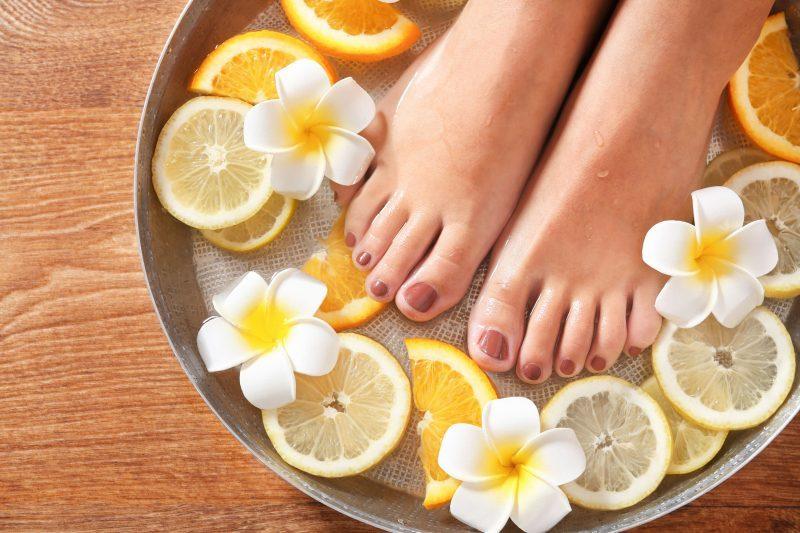 Сделайте ноги гладкими и шелковистыми.
