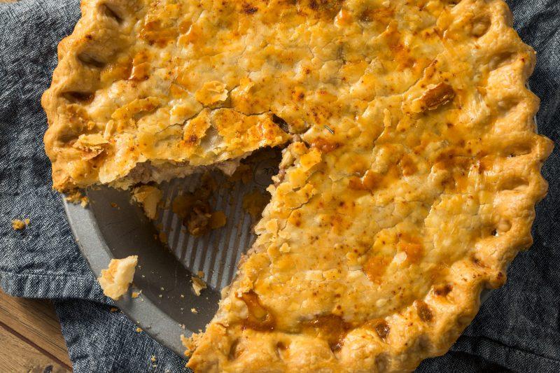 Быстрый мясной пирог с картошкой в духовке