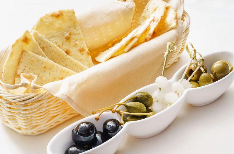 Рецепт чипсов из лаваша с сыром и паприкой