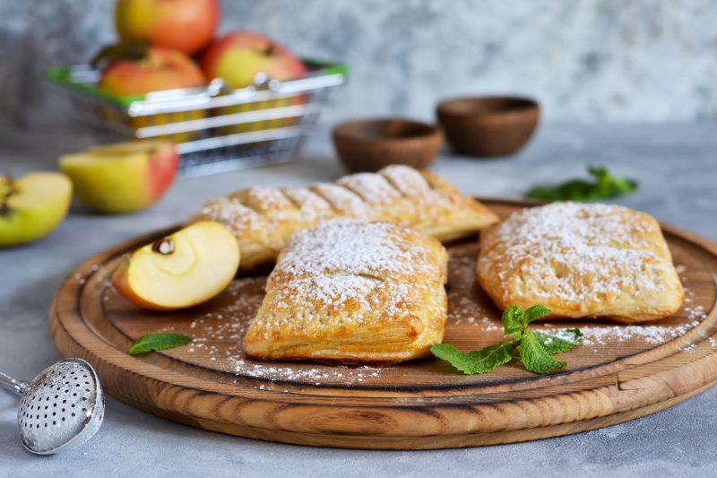 Слойки с яблоком: самый простой и быстрый рецепт