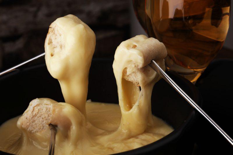 Сырное фондю: вариация классического блюда